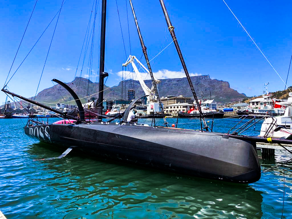 Alex Thomson arrives safely to Cape Town and formally retires from the Vendée Globe