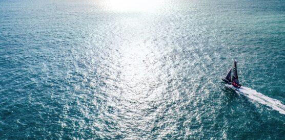HUGO BOSS boat sailing sunset 2 - Picture credit ALEX THOMSON RACING
